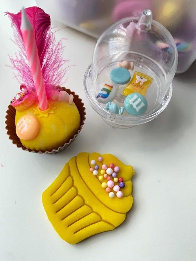 MINI KĒKSIŅŠ- Plastilīna (playdough) komplekts bērna radošās, sensorās un iztēles attīstībai